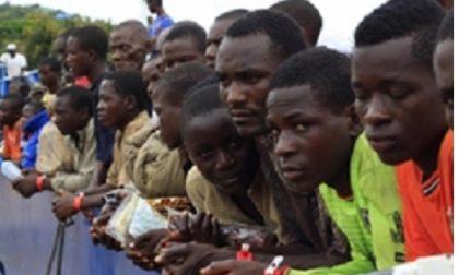 Abbiategrasso, arrivati i primi 8 profughi. Il Comune non lo sapeva