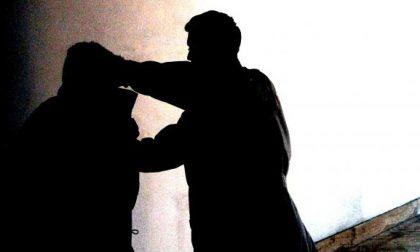 Arconate, tenta di sventare un furto e viene aggredito. Lo salva la figlia 23enne