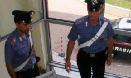 Baranzate, cerca di sfondare a calci la porta dell'ex compagna: arrestato