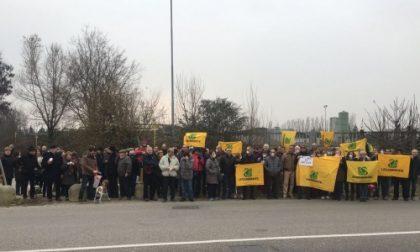Bollate, Protesta alla Bitumati 2000 per le puzze e i rumori