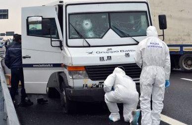 Bollate: assalto a un furgone portavalori, i banditi sparano e fuggono