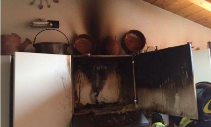 Bollate, cucina va a fuoco in un appartamento: donna in ospedale