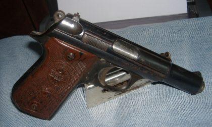 Buscate, pensionato muore pulendo la pistola