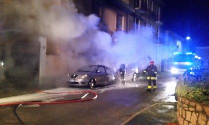 Busto Garolfo, bruciano due auto e la facciata di una casa