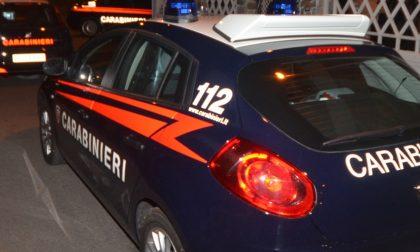 Busto Garolfo, cerca di uccidersi con un coltello da cucina: i carabinieri lo disarmano