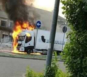 Camion a fuoco a Senago: che paura!