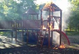 Castello bruciato al parco giochi, l'autore un ragazzino delle scuole medie
