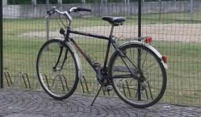 Cerro Maggiore: lascia bici da uomo, ne prende una da donna e scappa