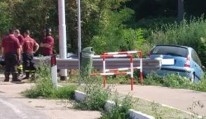 Corbetta, 19enne finisce fuori strada con l'auto
