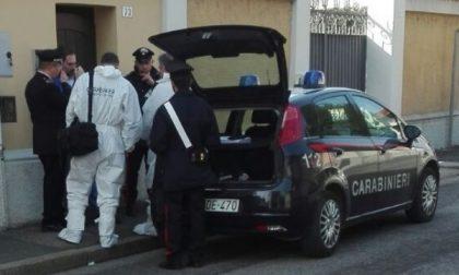 Corbetta, cadavere in un appartamento di via Volta: un biglietto accanto al corpo