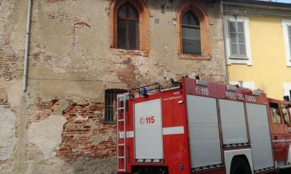 Crolla una parte di tetto, paura in via Garibaldi a Magenta