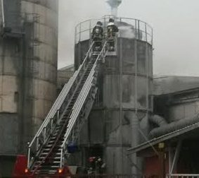 Due persone ustionate nell'incendio di via Chaniac uno in prognosi riservata