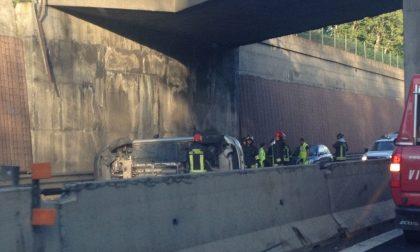 Legnano, Auto precipita sull'A8, code e caos in autostrada