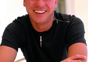 Legnano, è ufficiale: Gigi D'Alessio canterà in città al Cinema Teatro Galleria