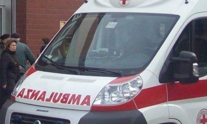Litigano per futili motivi, arriva l'ambulanza