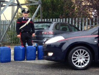 Marcallo: cerca di rubare 60 taniche dalla ditta, arrestato un romeno