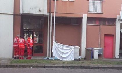 Nerviano, Cade dal quinto piano: muore 58enne