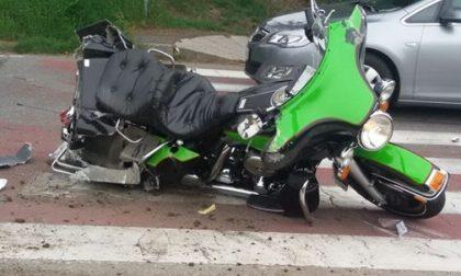 Nerviano, violento scontro all'incrocio: motociclista in ospedale