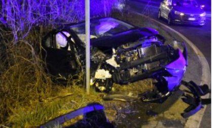Paderno, scontro nella notte tra due auto: sette giovani feriti, gravissima 18enne. VIDEO