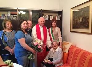 Parabiago, Nonna Giovanna festeggia i 100 anni con parenti e amici