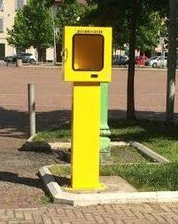 Parabiago: rubato il defibrillatore da piazza Maggiolini? No è stato preso in consegna dalla Polizia locale