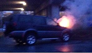 Pero, automobile in fiamme all'alba
