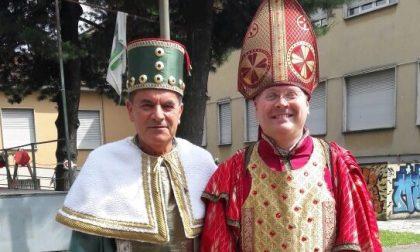 """Pogliano, sindaco e don """"in maschera"""" per il Palio"""