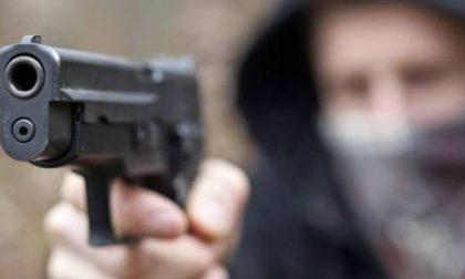 Rescaldina, colpo da 15mila euro al Blum garden: dipendenti minacciati con le pistole e poi rinchiusi in uno stanzino