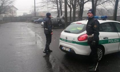 Rho, Sgomberati i bulgari che vivevano in auto in via Mascagni