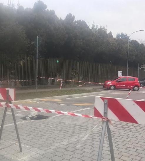 Rho , Voragine nell\'asfalto, strada bloccata a Terrazzano - Settegiorni