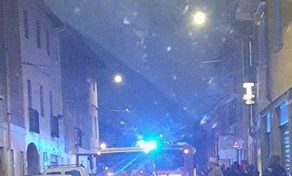 Rho, auto in fiamme vicino alla parrocchia