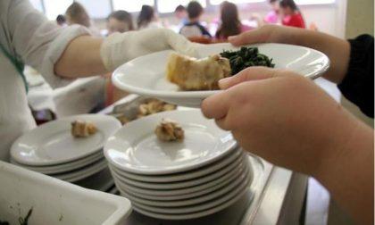 Rho, cadono vetri dal lucernario: refettorio chiuso, i bambini mangiano in classe