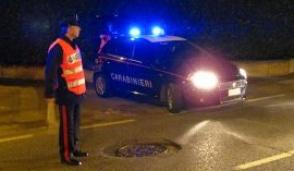 Rho, giovane in fuga dai carabinieri si schianta contro un muro