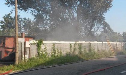 Rho, incendio nel deposito della carrozzeria