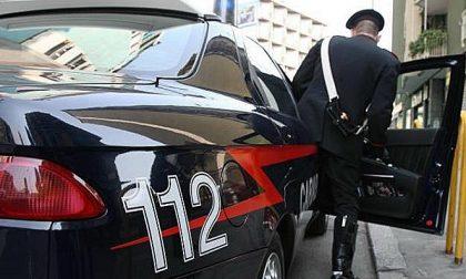 Rho, prende a sediate i carabinieri