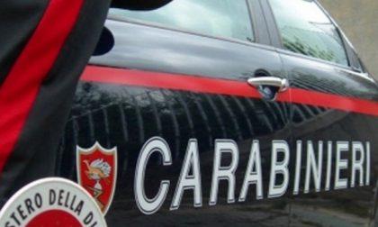 Ruba il cellulare alla compagna, chiama i Carabinieri e annuncia… un attentato!