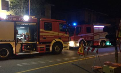 S.Vittore Olona, casa in fiamme: paura per un ragazzo all'interno, ma riesce a salvarsi