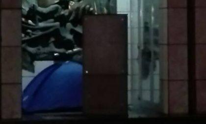 S.Vittore Olona, si accampa in tenda fuori dal municipio per avere una casa