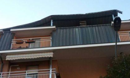 Scoperchiato il tetto di un condominio a Rescaldina, alberi caduti in strada Legnano