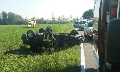 Un' auto si ribalta, 59enne portato  in ospedale dall'elisoccorso