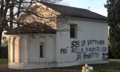Vittuone, dedica di Natale… sul muro della cappella: è caccia all'imbrattatore