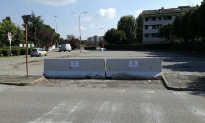 Per colpa dei rom il Comune toglie un parcheggio ai cittadini