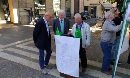 Lega in piazza per l'autonomia della Lombardia