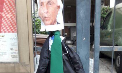 """Minniti fascista"", cartelli offensivi fuori dalla sede del Pd"