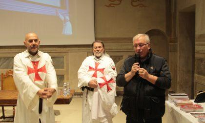 Templari in riunione per parlare della Sacra Sindone