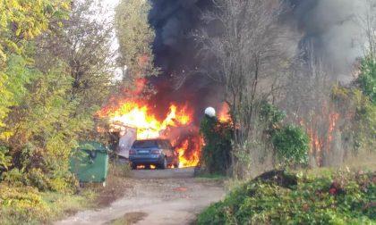 Campo rom di viale Borletti in fiamme VIDEO