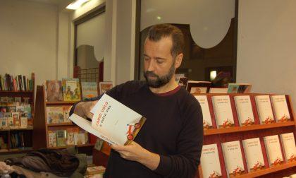 Fabio Volo firma autografi all'autogrill di Lainate