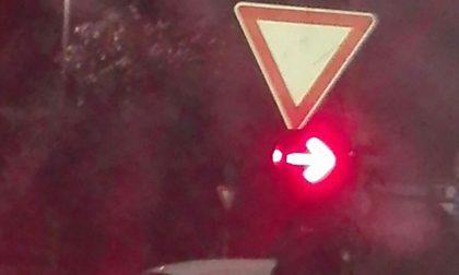 Schianto tra due auto, lunghe code in città