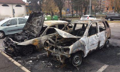 Auto bruciate nella notte a Passirana