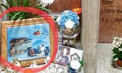 Ladri al cimitero rubano la foto di un giovane